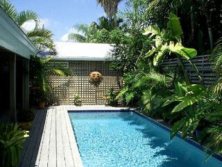 Olivia Cottage: A charming Old Town house near Key West's historic cemetery - Key West vacation rentals