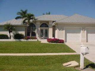 Front of House - Algon 20 - 20 Algonquin Ct - Marco Island - rentals
