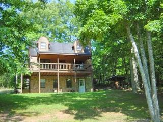 KINGDOM CABIN #1- 4BR/3BA- TOTALLY SECLUDED CABIN SLEEPS 8, PING PONG, POND, CHARCOAL GRILL, SAT TV, WIFI, WOOD BURNING FIREPLAC - Blue Ridge vacation rentals