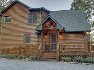 MOUNTAIN TOPS SERENITY--3 BR/3 BA, SPECTACULAR MTN VIEW, WI-FI, LARGE HOT TUB, SCREENED PORCHES, POOL TABLE, FOOSBALL, GAS LOG FIREPLACE, GAS GRILL, SMALL DOGS WELCOME, ONLY $160/NIGHT! - Blue Ridge vacation rentals