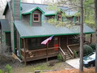 RIVERBEND- 4 BR/3.5 BA, LOG CABIN, LOCATED IN COOSAWATTEE RIVER RESORT, RIVER ACCESS, WOOD BURNING FIREPLACE, FOOSEBALL, GAS GRILL, HOT TUB, PLUS ALL THE AMENITIES OF THE COOSAWATTEE RIVER RESORT, $150/NIGHT! - Blue Ridge vacation rentals