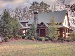 SUGAR CREEK--Luxury 3 bedroom log cabin with creek frontage and private lake access, game room, Wi-Fi, master suite with king si - Blairsville vacation rentals