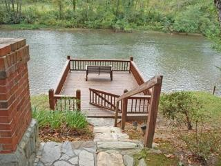 TOCCOA RIVER RETREAT- 3 BR/2 BA CABIN WITH DOCK ON TOCCOA RIVER, HOT TUB OVERLOOKING RIVER, WOOD BURNING FIREPLACE, SCREENED POR - North Georgia Mountains vacation rentals