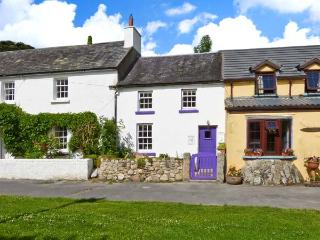 KEY COTTAGE, character, open plan, multi-fuel stove, in St Mullins, Ref 13412 - County Carlow vacation rentals
