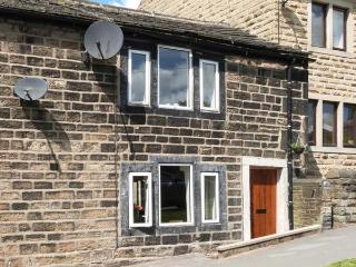 WEBB COTTAGE, woodburning stove, WiFi, great base for walking, Hebden Bridge 1 mile, Ref 911868 - Yorkshire vacation rentals
