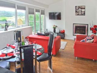 MASSON VIEW APARTMENT, en-suite, WiFi, Jacuzzi bath, delightful views, apartment in Matlock, Ref. 912197 - Crich vacation rentals