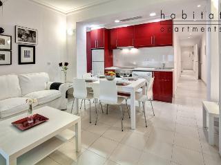 Blanc Apartment, 2 bedroom Gracia apartment - Barcelona vacation rentals