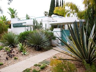 Celebrity Streamline Modern 3 BR -  2 BATH with GARDEN (3965) - Los Angeles vacation rentals
