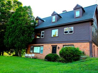Perfect Reunion house - Pool, tennis, sleeps 18 - Stratton and Bromley Ski Areas vacation rentals
