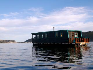 Houseboat Myrtle in the heart of Knysna - Knysna vacation rentals