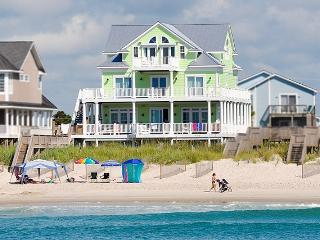 Hampton Colony 638 Oceanfront!   Community Pool, Jacuzzi, Hot Tub, Elevator, Internet, Fireplace - North Topsail Beach vacation rentals