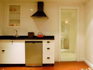 Stylish Studio: 15 min to Downtown Manhattan - Brooklyn vacation rentals