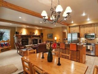 Glenfiddich Fashionable Deer Valley Townhome 1 block from Slopes ! - Park City vacation rentals