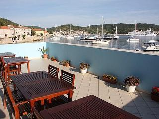 Seaside studio apartments for rent, Vis island - Island Vis vacation rentals