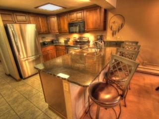CM336BR1337H Copper Mtn Inn 2BR 2BA - Center Village - Copper Mountain vacation rentals