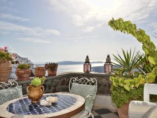 Villa Fegari, Nest Studio with infinite views - Firostefani vacation rentals