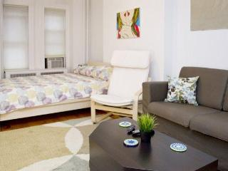 7 MIN TO MANHATTAN - LARGE APARTMENT - Fort Lee vacation rentals