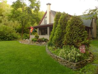 The Homestead - Country Charm at its Finest - Allentown vacation rentals
