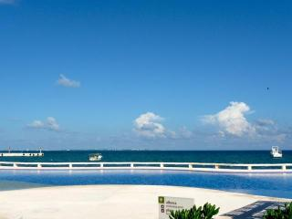 CANCUN Beautiful Beachfront Condo 2nd floor - Cancun vacation rentals