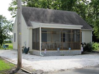 Sunshine Cottage - 6234 Sharpley Street - Chincoteague Island vacation rentals