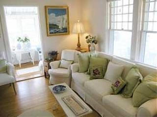 4 Bedroom 2 Bathroom Vacation Rental in Nantucket that sleeps 8 -(10352) - Image 1 - Nantucket - rentals