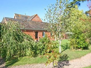 THE TACK ROOM, pet friendly cottage, swimming pool, games room, near Upton upon Severn, Ref 21730 - Worcestershire vacation rentals