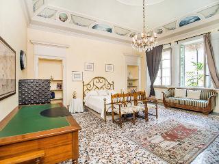 Luxury Lakeside Apartment in 18th Century Villa 1Km from Como Center! - Cernobbio vacation rentals