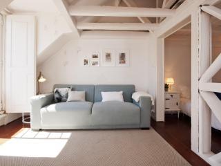 AWARD-WINNING apt:historic centre:terrace,a/c,4PAX - Lisbon vacation rentals