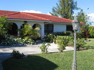 3 bedroom house 5 min walk to beach - car included - Freeport vacation rentals
