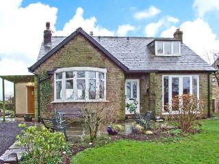 KITTY'S, detached dormer bungalow, woodburner, roll-top bath, enclosed garden, near Marple Ref 20825 - Marple vacation rentals