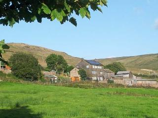 JIM'S BARN woodburning stove, open plan living, fabulous views in Delph Ref 20237 - Delph vacation rentals