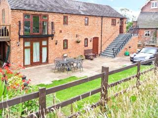 CLOVER BANK BARN, upside down accommodation, woodburning stove, furnished summer house, near Stone, Ref 20226 - Staffordshire vacation rentals