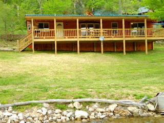 lakefront,boatslip/rentals,canoe,wifi,book on line - Butler vacation rentals