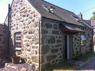 Y GEGIN FOCH, pet friendly, character cottage, woodburner, garden, in Llanaelhaearn near Nefyn, Ref 20329 - Llanbedrog vacation rentals