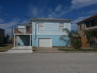 Beachview, Separate Quarters, 4 BR, 2 BA, Wi-Fi, Sleeps 12 - Dickinson vacation rentals
