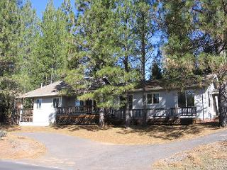 Clean, comfy family home- near lodge, large windows, full kitchen, A/C - Mi-Wuk Village vacation rentals