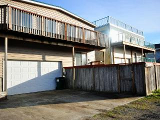 Ocean views and just 1 block to the beach! - Rockaway Beach vacation rentals