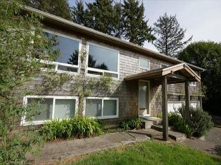 Cozy family-friendly house five minutes from the beach - Manzanita vacation rentals