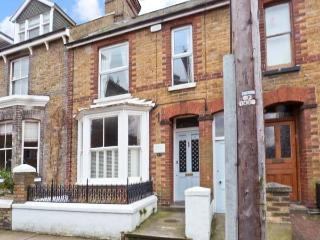 15 STONE STREET, over two floors, central location, garden, in Faversham, Ref 23313 - Faversham vacation rentals