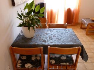 Apartment Tomic  A2  (2+2) - Mastrinka - Ciovo vacation rentals