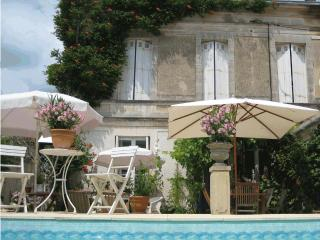 Le Mornac - La Gripperie-Saint-Symphorien vacation rentals