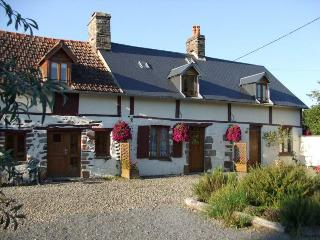 Gite 1 'Les Hirondelles'  in Normandy countryside - Les Cresnays vacation rentals