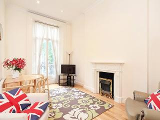 Amazing 2 Bedroom Hyde Park Rental with Terrace - London vacation rentals