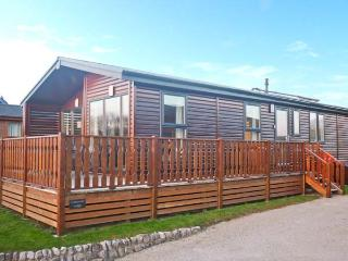 COTTON-TAIL LODGE, single-storey lakeside lodge in South Lakeland Leisure Village Ref 22492 - South Lakeland Leisure Village vacation rentals