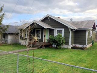 The Vernonia Lake House - Vernonia vacation rentals
