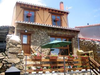 LA LEYENDA DE GREDOS COTTAGE, ENJOY THE BEST DEAL IN GREDOS REGIONAL PARK - Ortigosa de Tormes vacation rentals