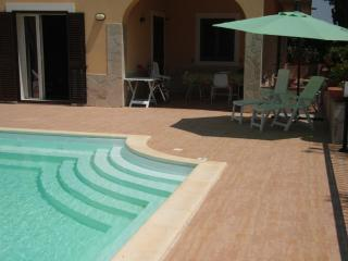 4 BEDROOM BRIGHT VILLA - PRIVATE SWIMMING POOL !!! - Syracuse vacation rentals