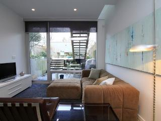 Stunning, Contemporary Vancouver Garden Suite - Vancouver vacation rentals
