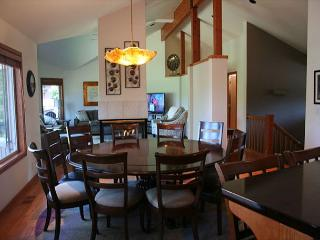 Upscale Sunriver Home with 2 Master Suites and A/C On the Golf Course - Sunriver vacation rentals