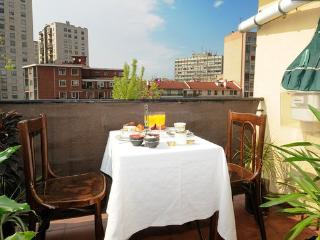 CENTRAL & LIGHT WITH AWESOME VIEWS OF BILBAO - Abadino vacation rentals
